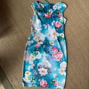 Maggy London Blue Floral V-Neck Sheath Dress